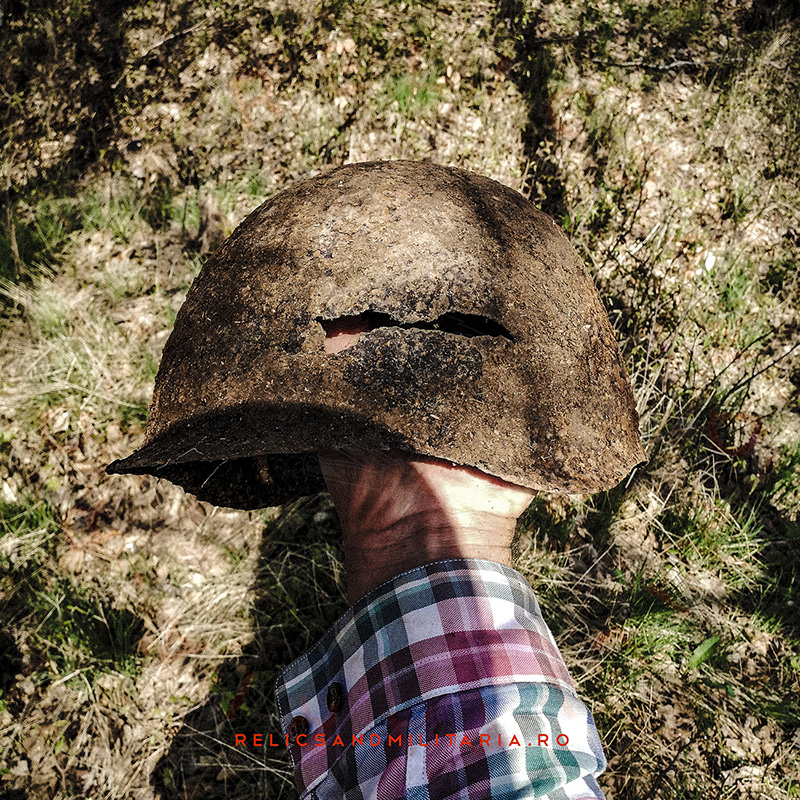SSh-40 Metal detecting and found a Russian Army ww2 helmet