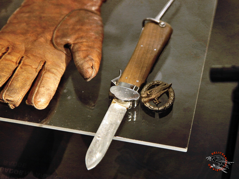 28 Fallschirmjäger knife and badge