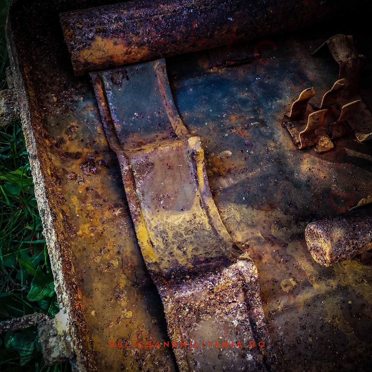 Remove rust from relics