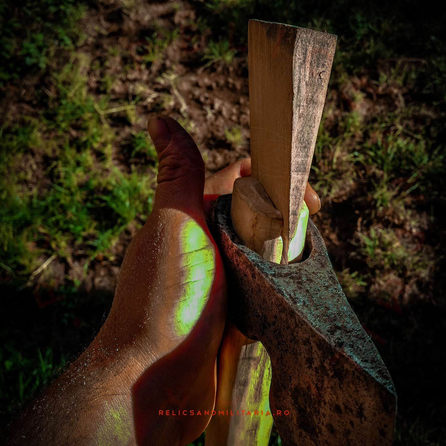 How to set an axe handle in the metal head