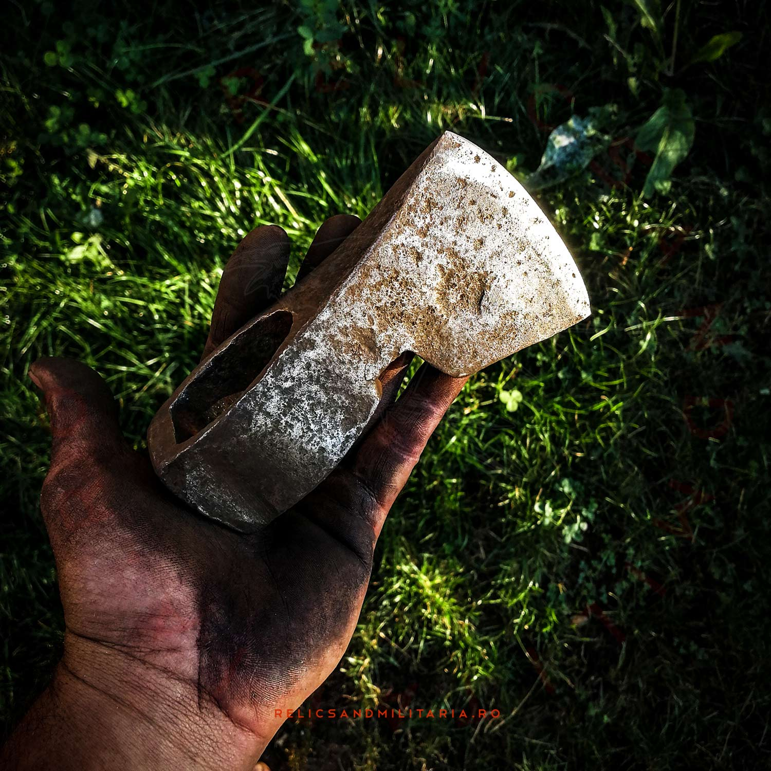 Restoring an old axe head found in the forest while metal detecting